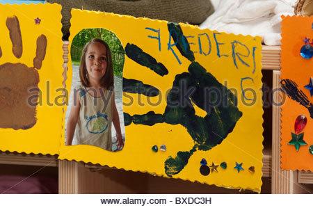 Illustrations pour enfants de l'école maternelle dans l'apprentissage de l'écriture d'impression à la main Banque D'Images