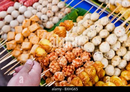 Thai Food grill bâtons, Bangkok, Thaïlande Banque D'Images