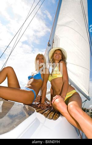 Portrait de deux femmes en croisière de détente attrayant Banque D'Images