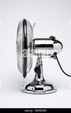 La météo, l'environnement, de contrôle, d'acier inoxydable Retro Bureau ou table ventilateur de refroidissement Banque D'Images