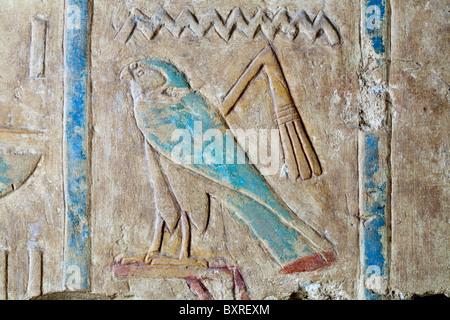 Close up de hiéroglyphes sculptés dans le Temple de Ramsès II à proximité du Temple de Seti I à Abydos, Egypte Banque D'Images