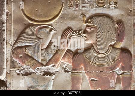 D'Horus et de secours dans le Temple de Seti Seti I à Abydos, ancienne Abdju, vallée du Nil Egypte Banque D'Images