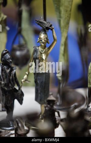 Sculptures Bois et métal semestrielle au 12e Salon International de l'artisanat de Ouagadougou (SIAO) au Burkina Faso.