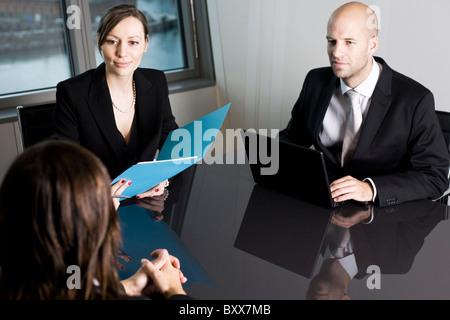 Jeune femme ayant une entrevue d'emploi Banque D'Images