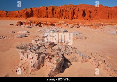 Pindan Red Cliffs at James Price Point près de Broome, Kimberley, Australie occidentale Banque D'Images