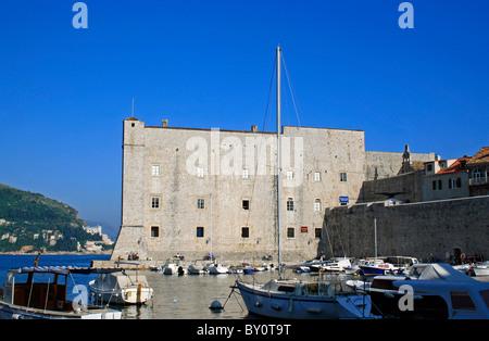 Bateaux dans le port, Dubrovnik, Dubrovnik et Neretva County, la Croatie, l'Europe. Banque D'Images