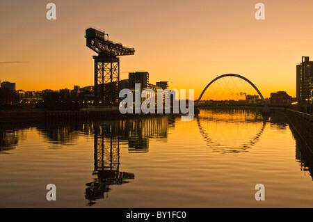 Glasgow Finnieston Crane et pont d'Arc Clyde au lever de l'Ecosse