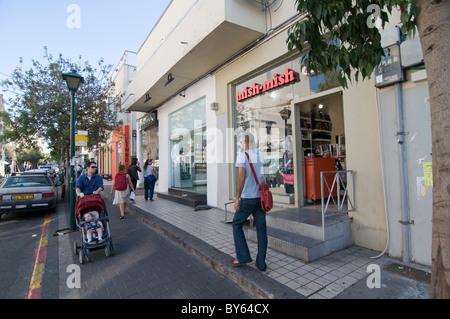 Israël, Tel Aviv, Sheinkin Street, est l'artère la plus branchée de la ville Banque D'Images
