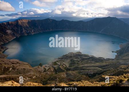 Lac de cratère volcanique Quilotoa Quilotoa, Equateur, Banque D'Images