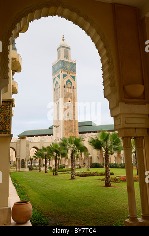 Voir l'encadré du plus grand minaret dans le monde à la Mosquée Hassan II Casablanca Maroc Banque D'Images