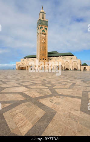 En plaza à motifs à la mosquée Hassan II à Casablanca maroc Banque D'Images