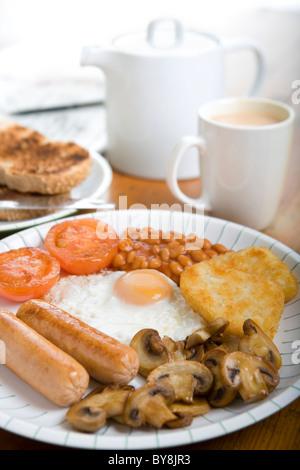 Petit déjeuner végétarien avec saucisses Banque D'Images
