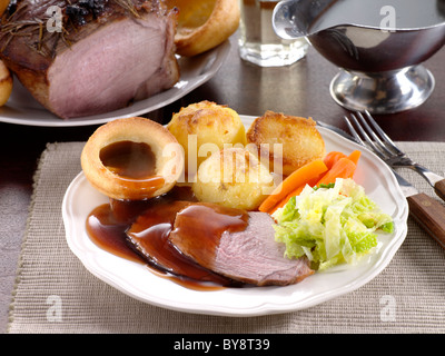 Rôti de Bœuf accompagné de Yorkshire pudding Banque D'Images