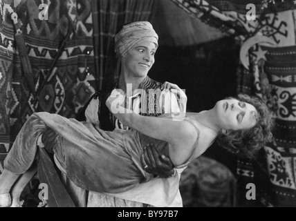 Le cheik 1921 film Paramount Rudolph Valentino et Agnes Ayres Banque D'Images