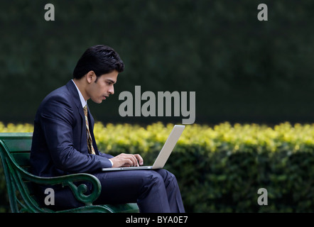Businessman working on a laptop Banque D'Images