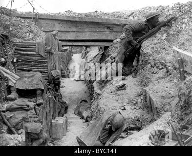 Une tranchée britannique près de la route Albert-Bapaume à Ovillers-la-Boisselle, juillet 1916 au cours de la bataille Banque D'Images