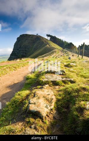 L'approche à l'arrière de Tor, la grande crête, au-dessus de la vallée de l'espoir, parc national de Peak District, Banque D'Images