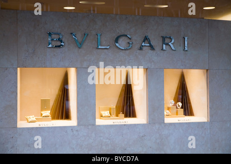 cdf22a0f959 Bijoux Bulgari watch Brand store de fenêtre dans la via Condotti ...