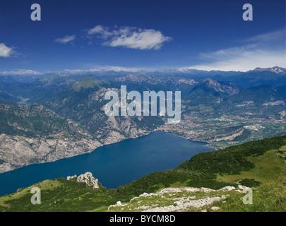 L'Italie, Lac de Garde, Riva del Garda, vue depuis le Monte Baldo Banque D'Images