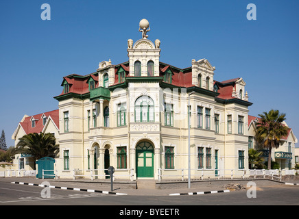 Le bâtiment Hohenzollern de style baroque dans la ville balnéaire de Swakopmund, Namibie Banque D'Images
