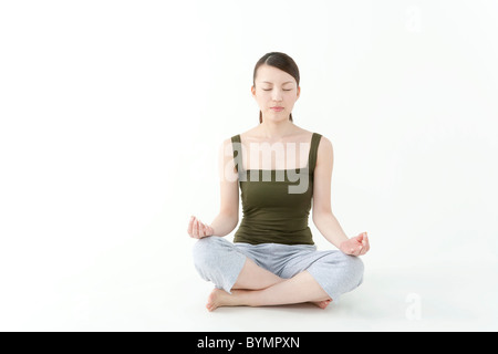 Young Woman Meditating Banque D'Images