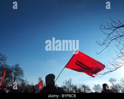Appareil photo numérique Olympus image de manifestants étudiants avec drapeau révolution à Manchester UK contre Banque D'Images