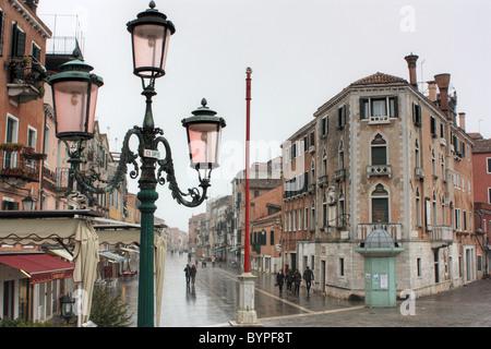 Jour de pluie dans la Via Giuseppe Garibaldi, Venise Banque D'Images
