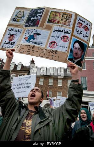 Communauté égyptienne en Grande-Bretagne pour protester contre Moubarak révolution au cours de l'ambassade égyptienne Banque D'Images