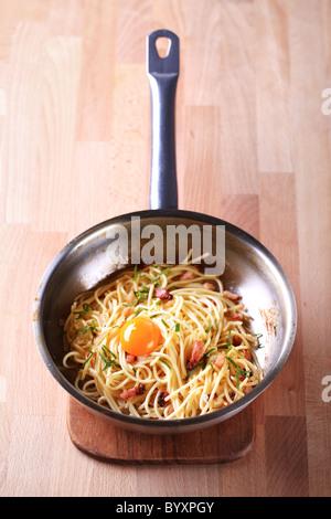 Plat de pâtes italiennes - Spaghetti alla carbonara Banque D'Images