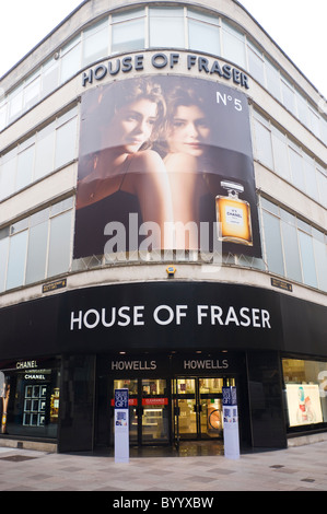 ... Extérieur de HOUSE OF FRASER department store avec Chanel No5 billboard  à Cardiff South Wales UK 06972bfc2dc
