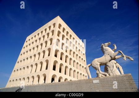 Italie, Rome, EUR, Palazzo della Civiltà del Lavoro Banque D'Images