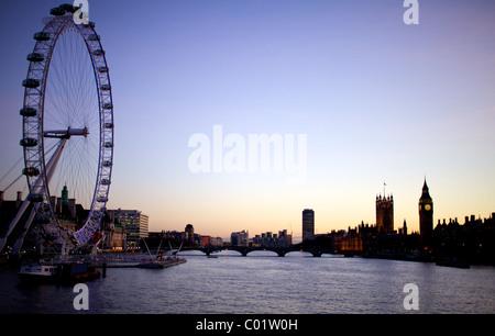 London Eye, Big Ben et les chambres du parlement, au crépuscule Banque D'Images