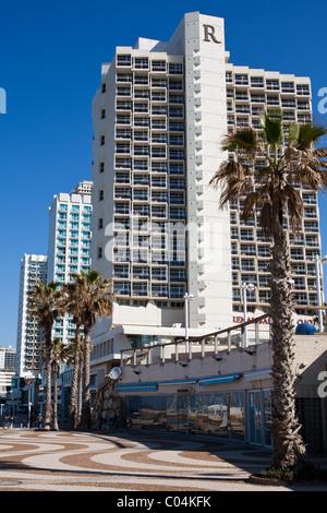 Hôtel bande le long de la promenade de Cheech Shlomo Lahat à Tel-Aviv. Lahat a été maire de Tel Aviv - Jaffa et Banque D'Images