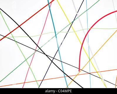Beaucoup de rouge, jaune, vert, des fils blancs sur fond blanc Banque D'Images