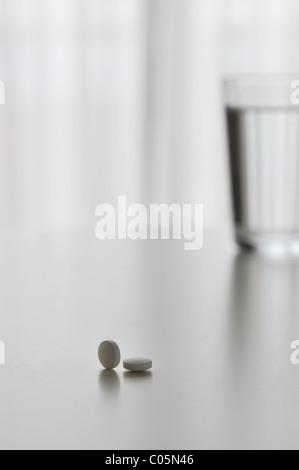 pilules et l'eau Banque D'Images