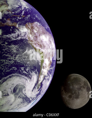 Images distinctes de la Terre et de la Lune prises par la sonde Galileo ont été combinés pour produire cette vue. Banque D'Images