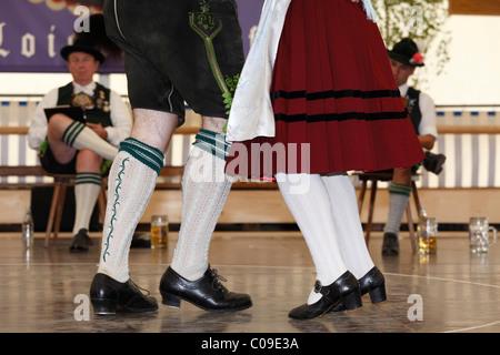 Schuhplattler danse folklorique, traditionnelle, 83e Loisachgaufest à Neufahrn, près de Egling, Haute-Bavière, Bavaria, Banque D'Images
