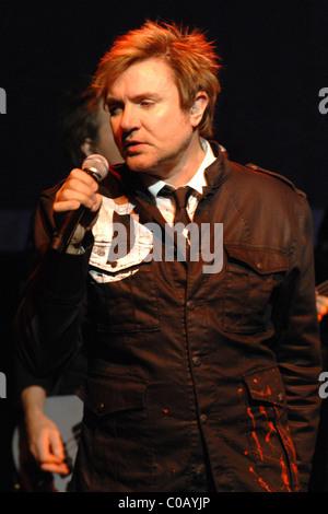 """Simon LeBon de Duran Duran effectue en direct sur le """"Red Carpet Massacre"""" Tour à l'BarrymoreTheater La ville de Banque D'Images"""