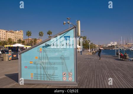 Rambla del Mar sentier à Port Vell de Barcelone Catalogne Espagne Europe centrale Banque D'Images