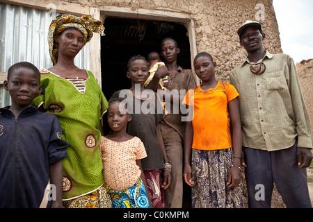 Portrait d'une grande famille - Safo, Mali, Afrique de l'Ouest. Banque D'Images