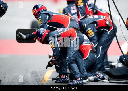 L'équipe Red Bull Racing-Renault Pitstop RB7, Formule 1 séances d'essai près de Barcelone en février 2011. Banque D'Images