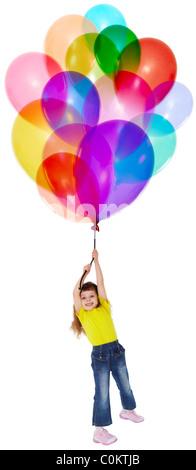 La petite fille s'envole sur un bouquet de ballons de couleur Banque D'Images