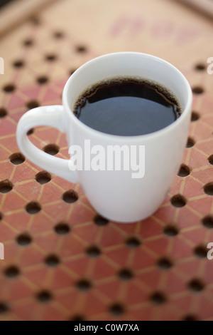 Du café frais dans white cup le jeu Banque D'Images