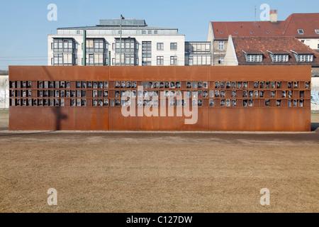 De la fenêtre du souvenir, Mémorial du Mur de Berlin d'un centre d'accueil, Berlin, Allemagne Banque D'Images