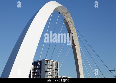 Détail des supports sur le pont Clyde Arc au-dessus de la rivière Clyde à Glasgow, Écosse, Royaume-Uni