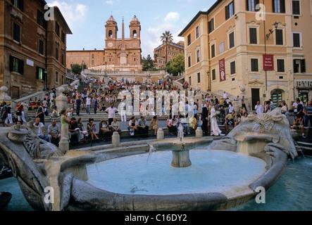 Fontana 'La Barcaccia, des Escaliers Espagnols, de l'église Santa Trinità dei Monti, Rome, Latium, Italie, Europe Banque D'Images