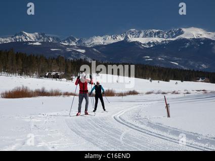 Granby, Colorado - ski de fond à Snow Mountain Ranch dans les Montagnes Rocheuses. Le ranch est exploité par le Banque D'Images
