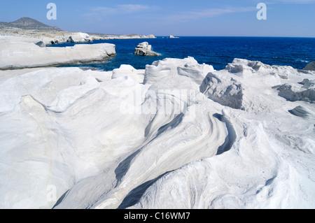 Formations rocheuses de Sarakiniko sur île de Milos, Cyclades, Grèce, Europe Banque D'Images