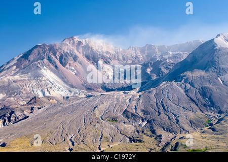Fumeurs cratère du volcan actif Mont Saint Helens, Monument Volcanique National State Park, Washington, USA, Amérique Banque D'Images