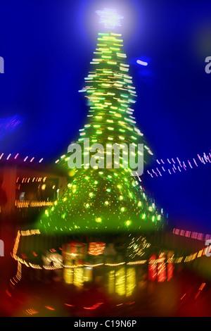 Résumé de l'arbre de Noël l'éclairage trouble nuit Banque D'Images